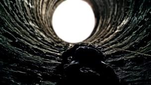 batman-climbing-escape-batman-the-dark-knight-rises-bruce-wayne-_59475-23