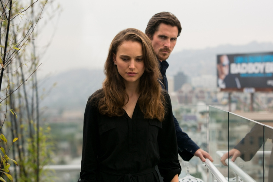 KoC-16057_R_CROP (l to r) Natalie Portman stars as 'Elizabeth' and Christian Bale as 'Rick' in Terrence Malick's drama KNIGHT OF CUPS, a Broad Green Pictures release. Credit: Melinda Sue Gordon / Broad Green Pictures